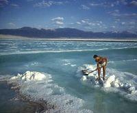 Lechos salinos en el mar Muerto